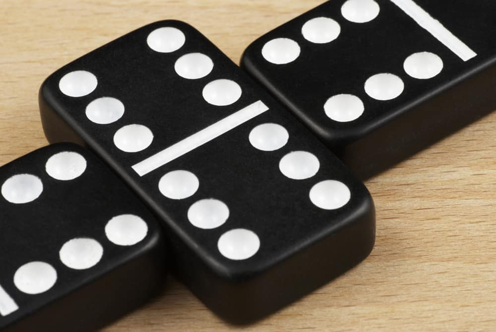 Domino. The game of dominoes