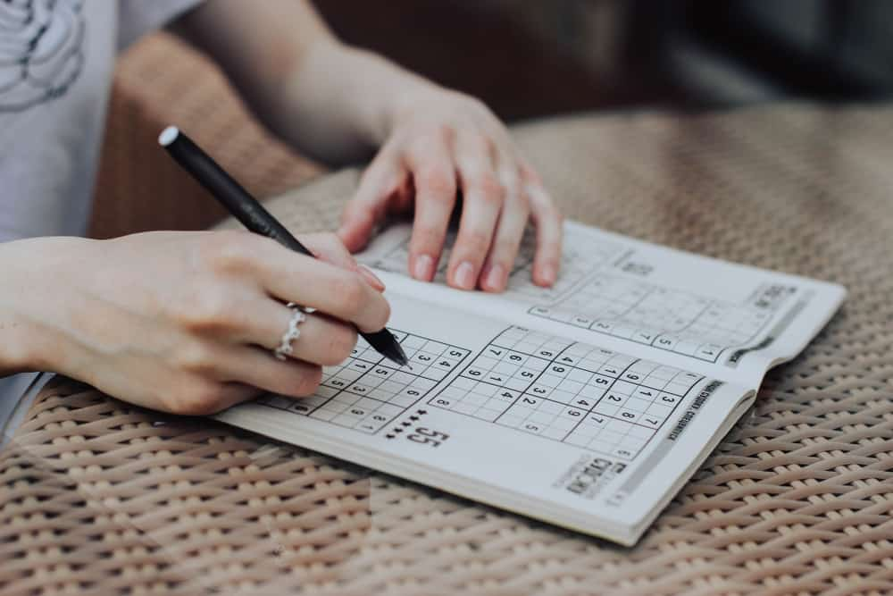 Solving sudoku, logical-based, number puzzle