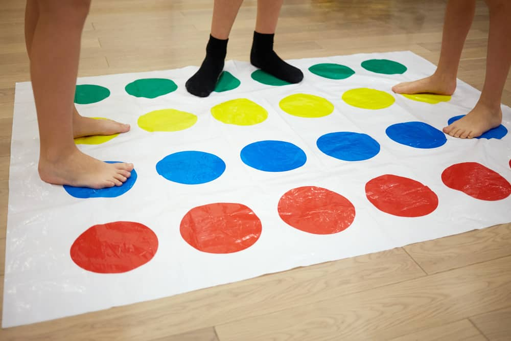 play Twister game in room