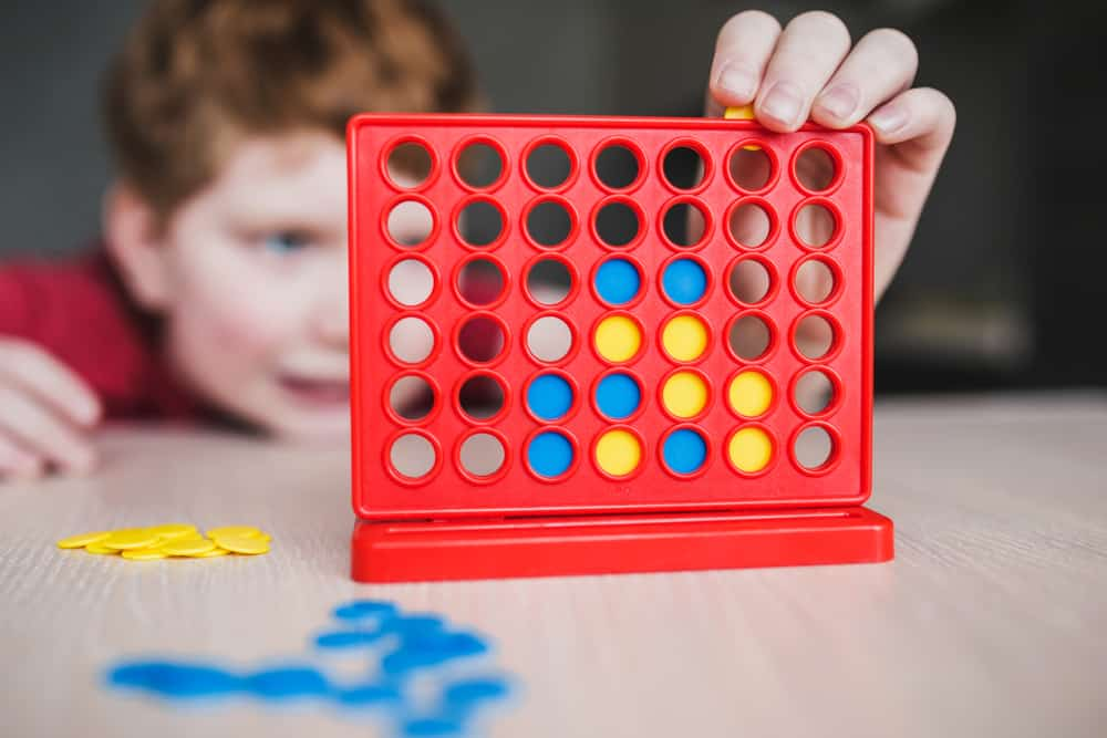 child plays connect 4