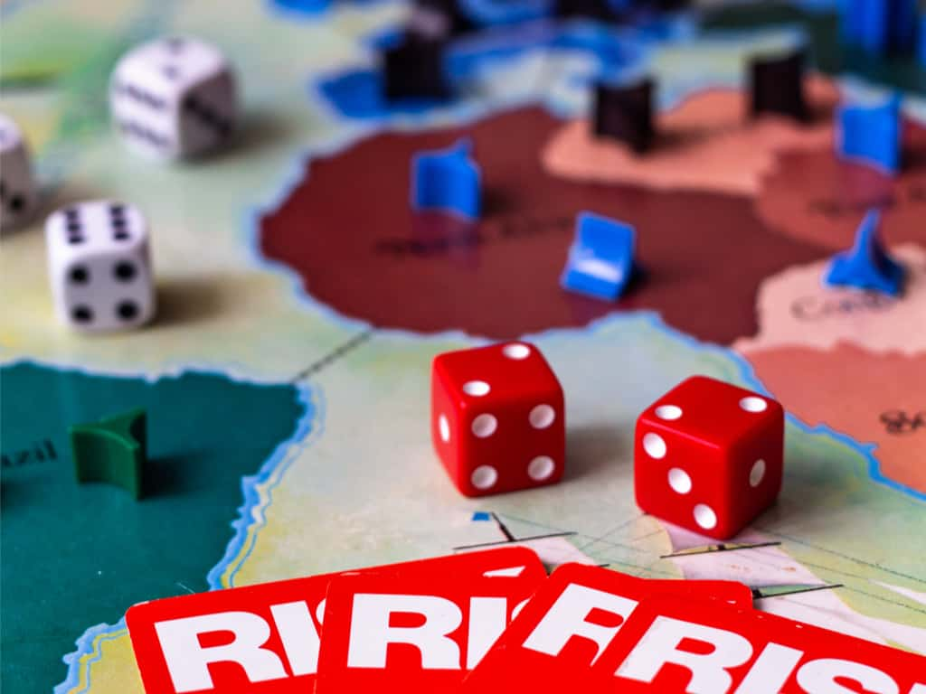 Risk board game - With cards, dice, and tokens 2
